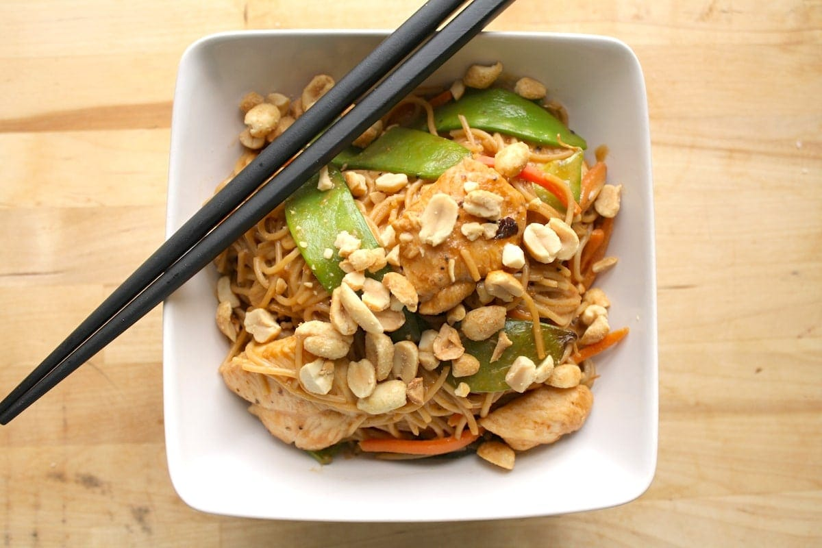 Spicy Peanut Noodles with Chicken | The Hungry Hutch
