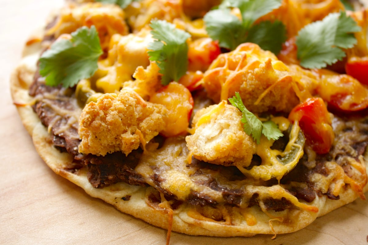 Mexican Chicken Flatbread | The Hungry Hutch