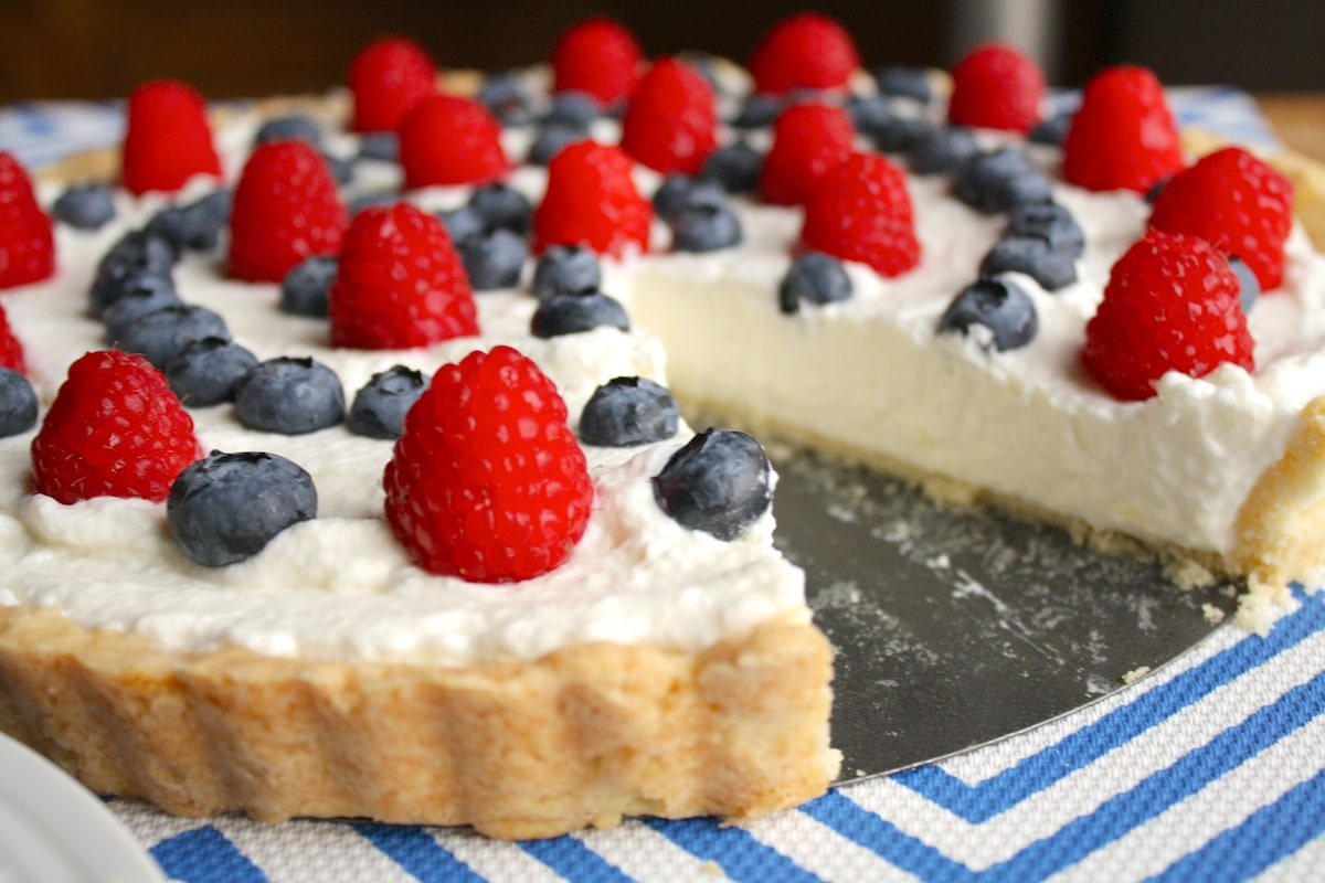 Summer Berry Tart Recipe | The Hungry Hutch