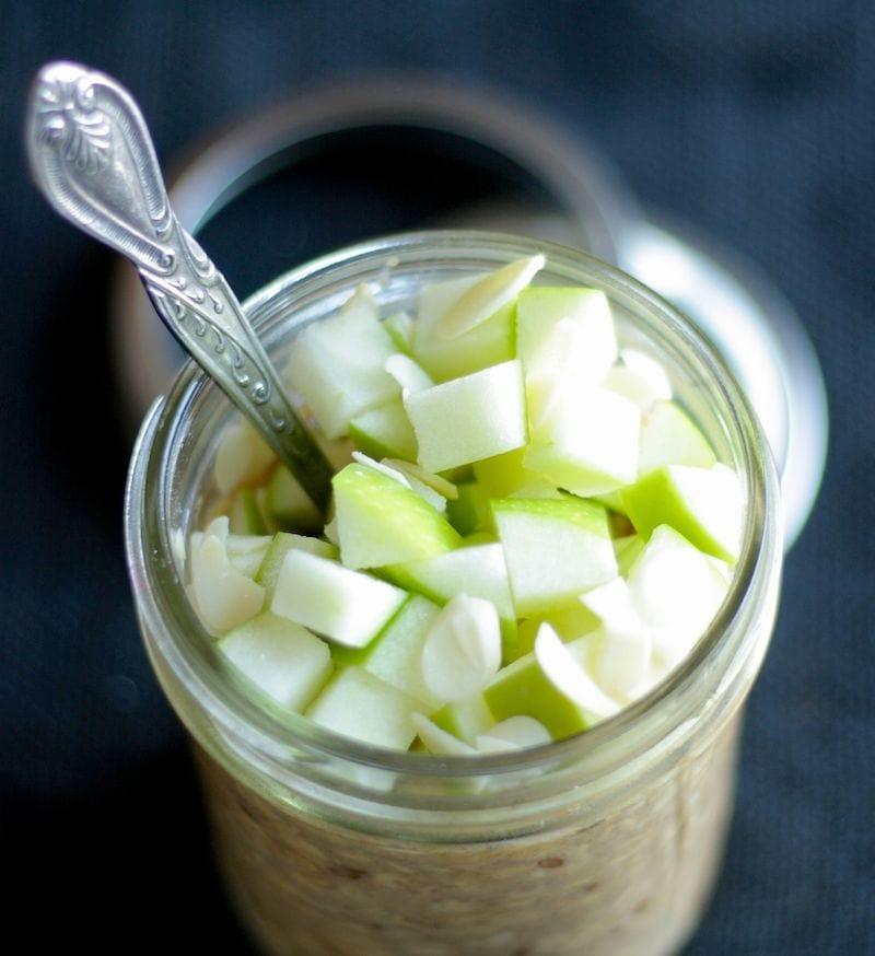 Vegan Apple Cinnamon Overnight Oats | The Hungry Hutch