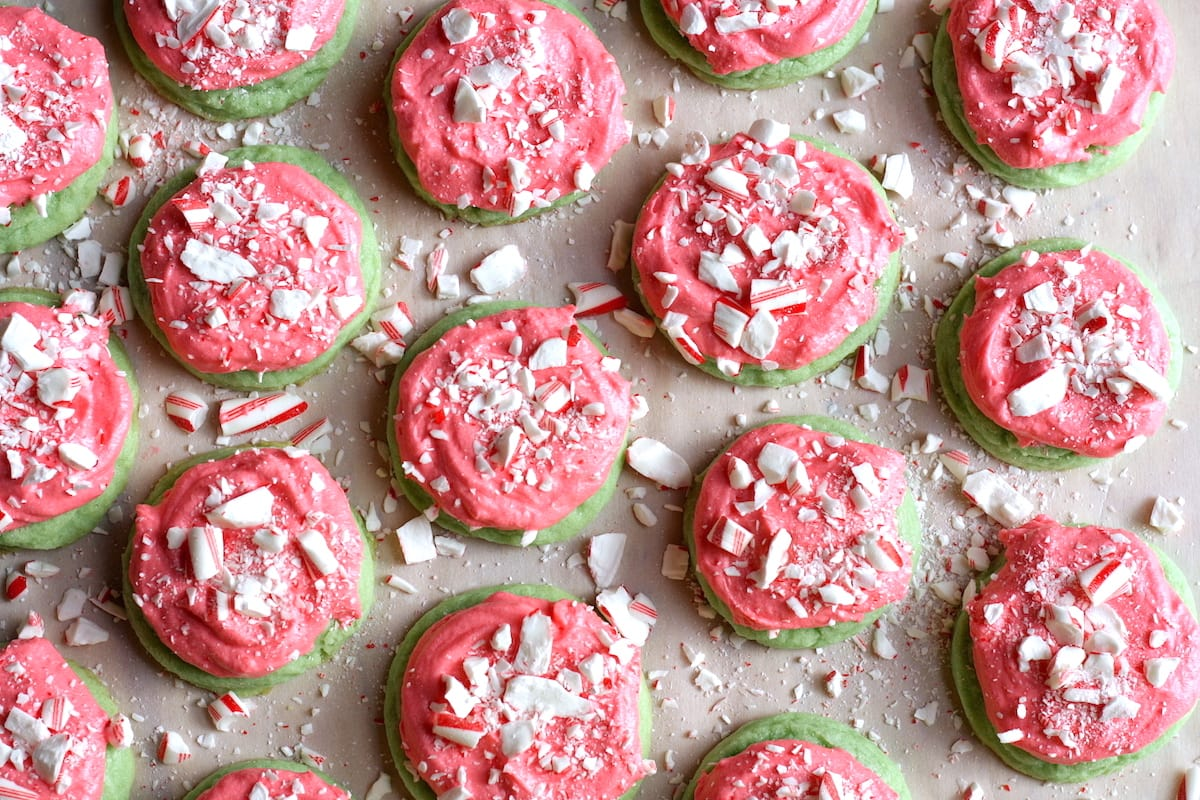 Christmas Sugar Cookies.Easy Frosted Christmas Sugar Cookie Recipe